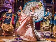 A scene from Nell Gwynn by Jessica Swale @ Lowry, Manchester. Directed by Christopher Luscombe. (Opening 01-03-17) ©Tristram Kenton 03-17 (3 Raveley Street, LONDON NW5 2HX TEL 0207 267 5550  Mob 07973 617 355)email: tristram@tristramkenton.com