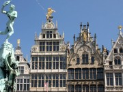 Brabo_Fountain_and_Grote_Markt,_main_square_of_Antwerp crop